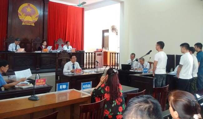 Phiên tòa xét xử các bị cáo.