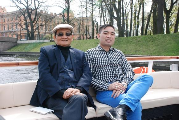Ông Trần Văn Mười (phải), Chủ tịch kiêm Tổng giám đốc Tập đoàn Quốc tế Năm sao. Ảnh: FSGI.