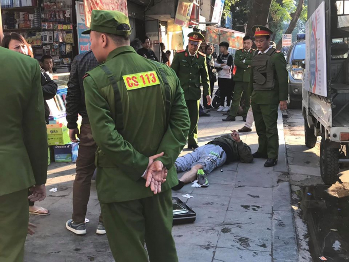 Lực lượng chức năng có mặt ở hiện trường điều tra vụ việc.