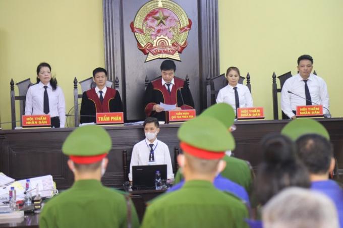 TAND tỉnh Sơn La đang xét xử vụ nâng điểm thi THPT Quốc gia năm 2018 (Ảnh Hữu Thắng).