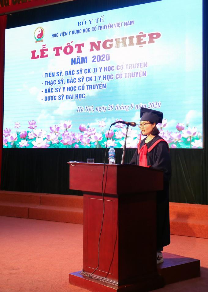 Tổng kết khóa học với những kết quả đạt được: 2 Tiến sỹ, 31 Thạc sỹ, 13 Chuyên khoa II, 139 Chuyên khoa I, 589 bác sĩ YHCT chính quy, 95 Dược sĩ và 43 sinh viên liên thông chính quy.