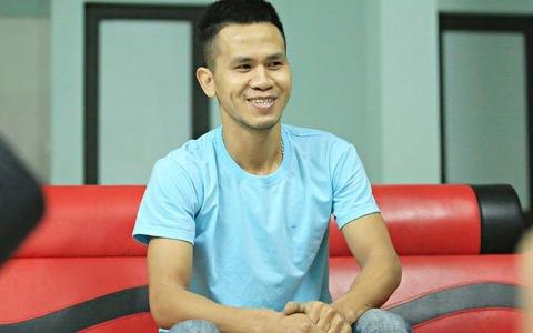 Anh Nguyễn Ngoc Mạnh chia sẻ cùng báo chí