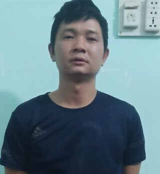 Đối tượng Nguyễn Tất Cường bị công an bắt giữ khẩn cấp ngay sau khi gây án. (Ảnh: Công an cung cấp).