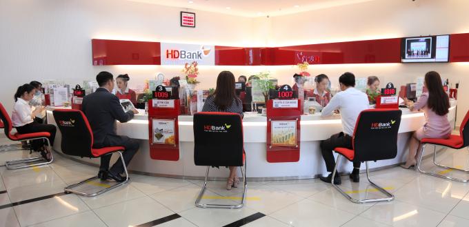Tại HDBank, doanh nghiệp gửi tiền có kỳ hạn trực tuyến sẽ được hưởng mức lãi suất gửi hấp dẫn, cao hơn lãi suất niêm yết 0,2% năm.