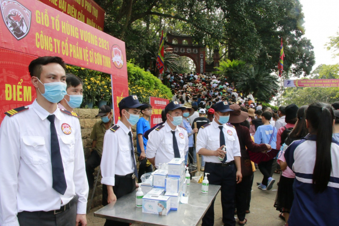 Anh Trần Kim Sơn là Giám đốc công ty vệ sĩ Sơn Tinh cùng với nhân viên của mình đã gọp một chút sức nhỏ của mình trong ngày diễn ra lễ hội Đền Hùng năm 2021