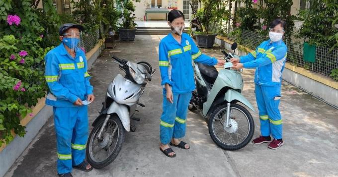 xuc-dong-nu-lao-cong-bi-cuop-duoc-tang-4-xe-may-tang-lai-dong-nghiep-2-xe