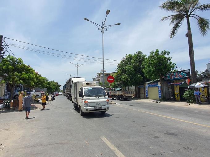 Cơ bản người dân chấp hành nghiêm Chỉ thị 16 -  ảnh chụp tại điểm chốt phía Tây TP Vinh