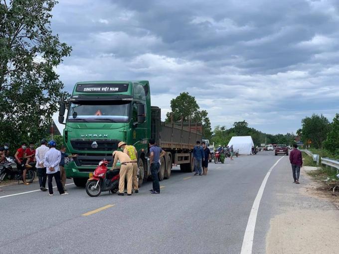 Lực lượng Công an huyện Hương Sơn tiến hành điều tra làm rõ nguyên nhân vụ tai nạn.