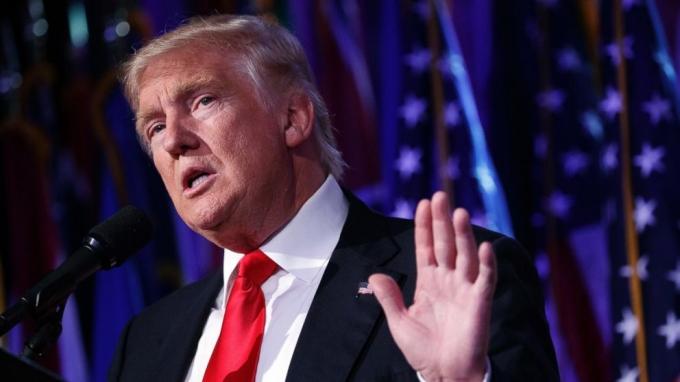 Ông Trump có quyền gửi tin nhắn tới toàn người dân Mỹ