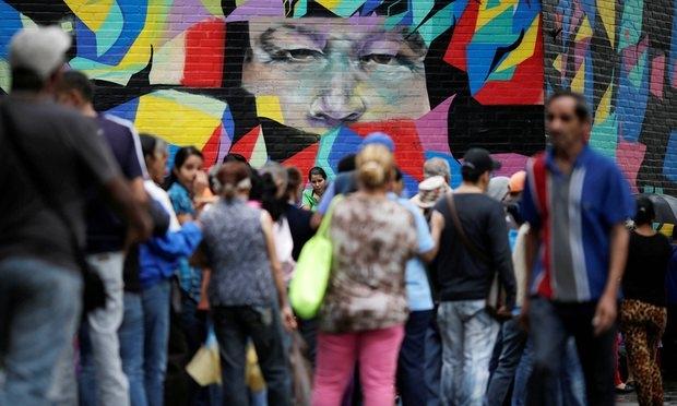 Phụ nữ Venezuela phải bán tóc để mua thức ăn