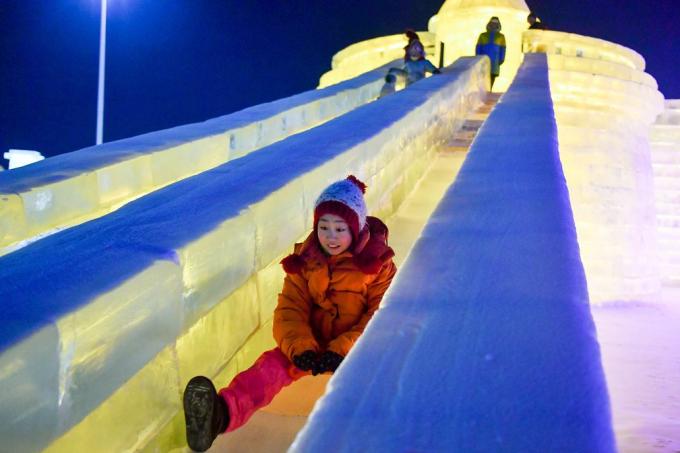 Nhiệt độ xuống tới -20 độ C vào buổi tối giúp những công trình kiến trúc bằng băng tuyết giữ được nguyên dáng vẻ ban đầu. (Ảnh: EAP)