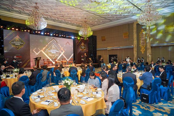 Lễ trao giải Dot Property Southeast Asia Awards 2020 được tổ chức trang trọng với sự góp mặt của ban cố vấn giải thưởng, các chuyên gia và đông đảo quản lý cấp cao từ nhiều doanh nghiệp uy tín hàng đầu