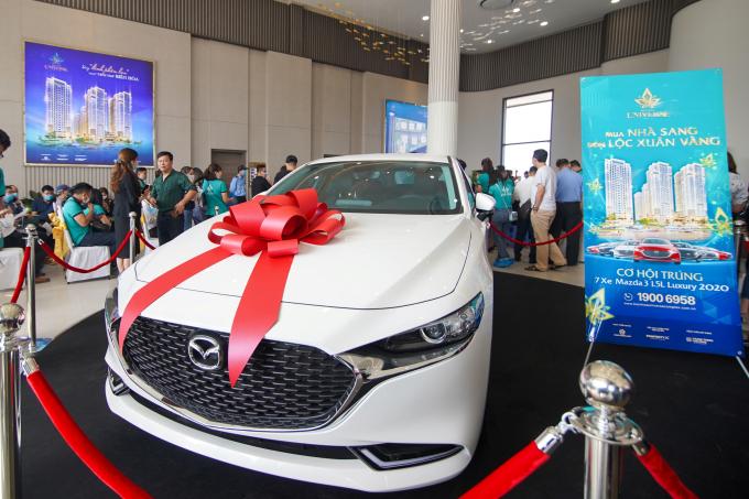 """Xe Mazda 3 1.5 Luxury 2020 là món quà tri ân dành cho khách hàng sở hữu căn hộ Bien Hoa Universe Complex, nằm trong chương trình """"Mua nhà sang đón lộc xuân vàng"""""""