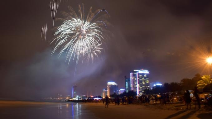 Đà Nẵng: Ngắm dàn pháo hoa khoe sắc bên bán đảo Sơn Trà