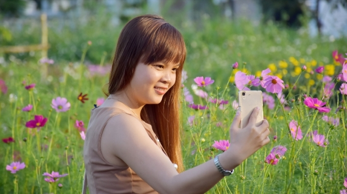 Dịp này, chợ hoa trở thành điểm tham quan, thu hút khách du lịch tại Đà Nẵng.