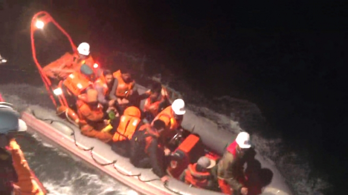 Các thuyền viên được cứu sống trong đêm.
