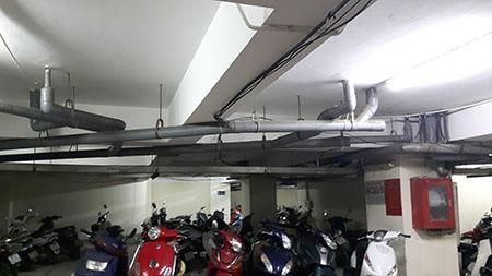 Tầng hầm để xe chằng chịt các đường ống
