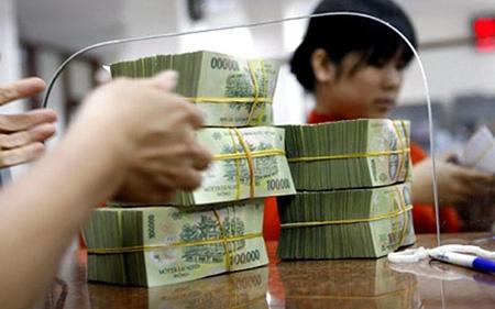 Gửi tiết kiệm bằng VND đang được hưởng lãi suất 4-5% (Ảnh minh họa)