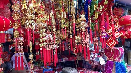 Dây trang trí mạ vàng in chữ nổi, dây trang kim có nguồn gốc chủ yếu từ Trung Quốc