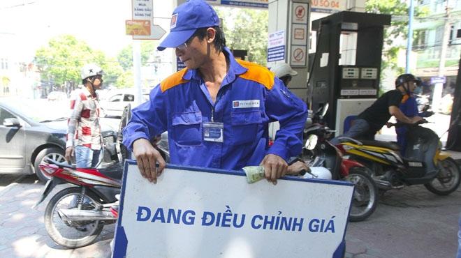Ngày mai (18/2) giá xăng sẽ tiếp tục thay đổi lần 3.