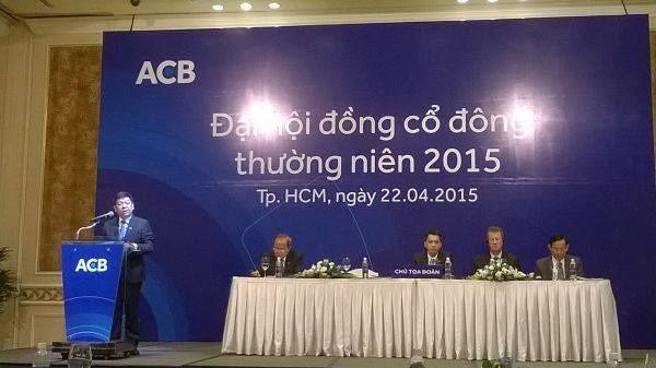 Năm ngoái, tại ĐHCĐ 2015, lãnh đạo ACB trả lời cổ đông rằng khoản tiền gửi 600 tỷ đồng đã được tất toán và không còn ảnh hưởng gì đến hoạt động nữa (?!).