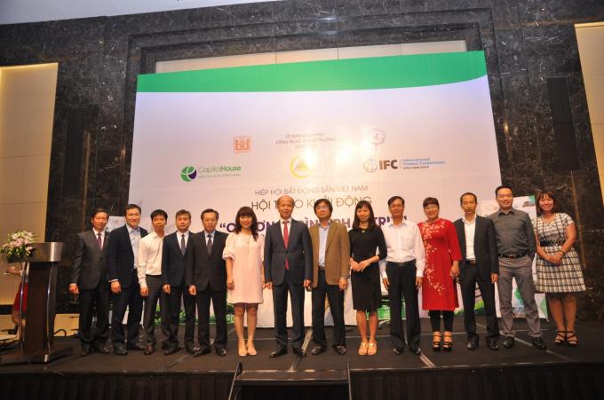 Tại Hội thảo có 07 doanh nghiệp BĐS tiên phong ký kết tham gia chương trình phát triển công trình xanh tại Việt Nam.