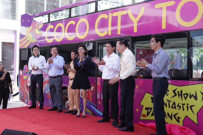Lãnh đạo tập đoàn Empire, Thaco, các sở ban ngành tại Đà Nẵng vui mừng ra mắt xeCoco City Tour.