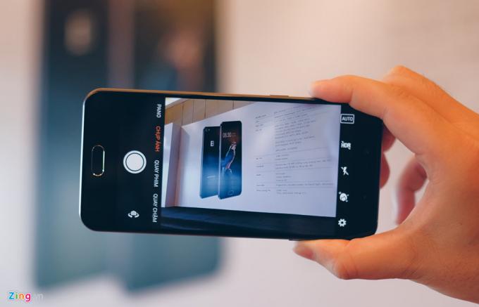 Sự ra đời của chiếc smart phone thế hệ 2 này cũng có nhiều ý kiến, kẻ khen người chê. Ảnh Zing.vn