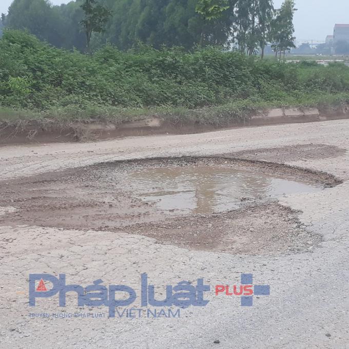 Những hình ảnh trước đó PV Pháp luật Plus đã ghi nhận tại đường gom BOT Hà Nội - Bắc Giang.