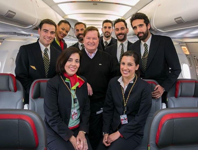 Choáng với hãng hàng không có phi hành đoàn 'điển trai nhất thế giới'