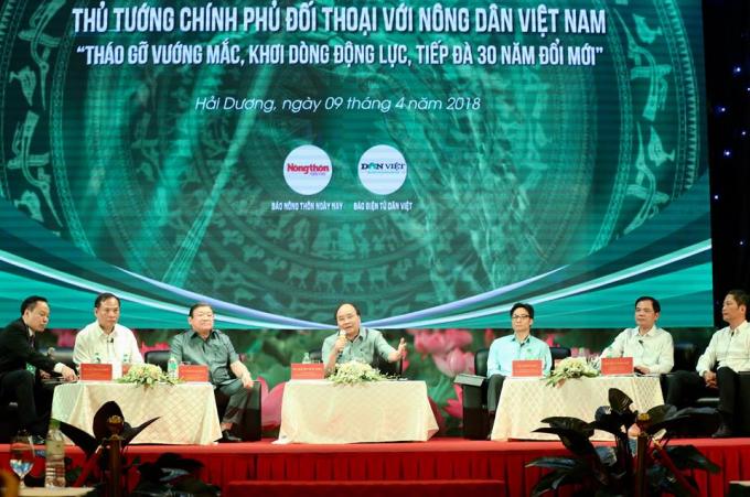Thủ tướng Nguyễn Xuân Phúc dự đối thoại với nông dân.