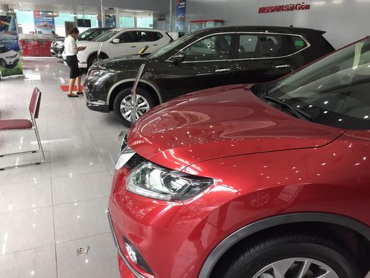 Thị trường ôtô đang rơi vào tháng ế ẩm nhất trong năm.