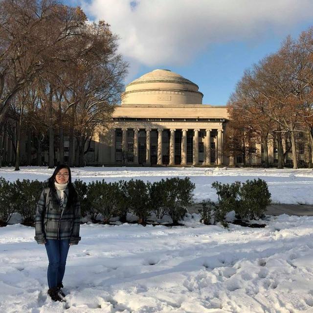 Đinh Thị Hương Thảo đã xuất sắc giành điểm GPA tuyệt đối 4.0/4.0 ngay trong năm đầu tiên họctại MIT vàvượt qua rất nhiều ứng viên xuất sắc để trở thành thành viên trong dự án nghiên cứu vật liệu 2 chiều của giáo sư Pablo Jarillo-Herrero tại Viện công nghệ số 1 thế giới.