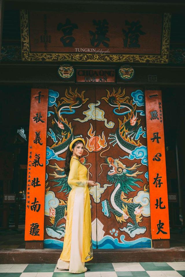 """Phương châm sống của cô là """"Sống là để cho đi và không mong nhận lại"""", Hồng Quỳnh yêu thích các hoạt động thiện nguyện thay vì dành nhiều thời gian cho bản thân như bạn bè đồng trang lứa."""