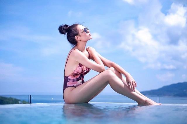 Ngoài ra, cô còn là một nhà thiết kế thời trang nổi tiếng và có riêng một thương hiệu ở Bangkok.