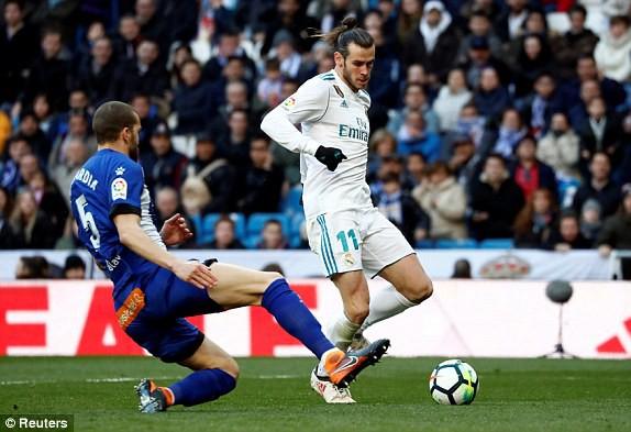 Bàn thắng nhân đôi cách biệt của Bale ở đầu hiệp 2. (Ảnh: Reuters)