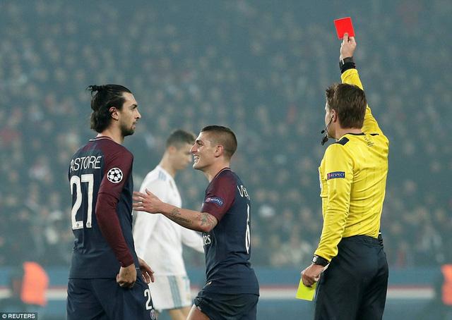 Thẻ đỏ đáng tiếc củatiền vệ Verratti. (Ảnh: Reuters)