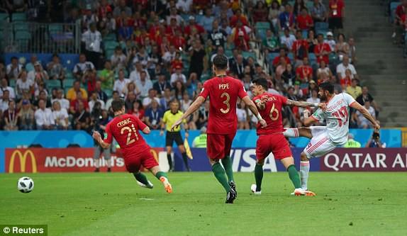Tình huống san bằng tỉ số của Diego Costa cho Tây Ban Nha.