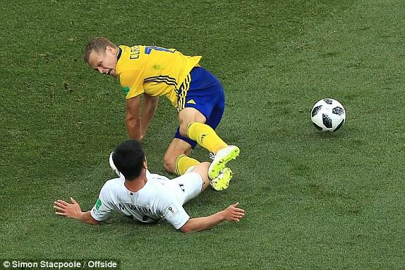 Những phút còn lại của trận đấu đội tuyển Hàn Quốc dù nỗ lực nhưng không thể tìm kiếm được bàn gỡ hòa. (Ảnh: Simon Stacpoole/Ofside)