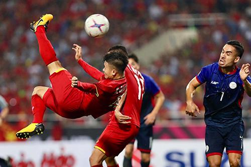 Thủ tướng Nguyễn Xuân Phúc mong các cầu thủ thi đấu hết mình vì màu cờ sắc áo.