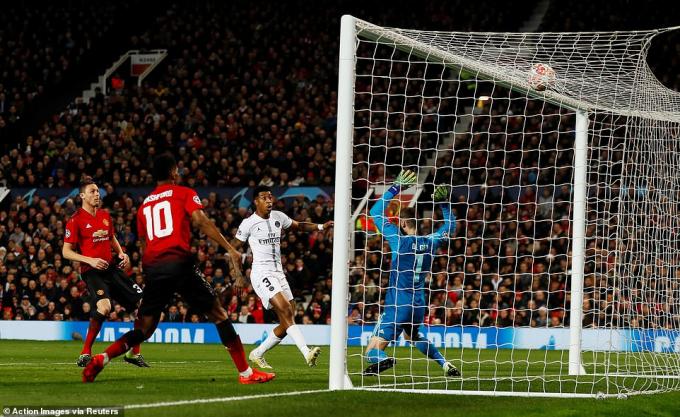 Kimpembe ghi bàn mở tỉ số cho đội khách. (Ảnh: Reuters)