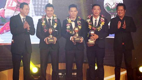 Trao thưởng cho các cầu thủ giành giải tại Gala.
