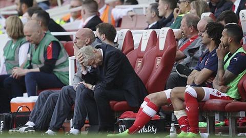 HLV Arsenal lần đầu tiên cùng Arsenal phải xuống Europa League thi đấu.