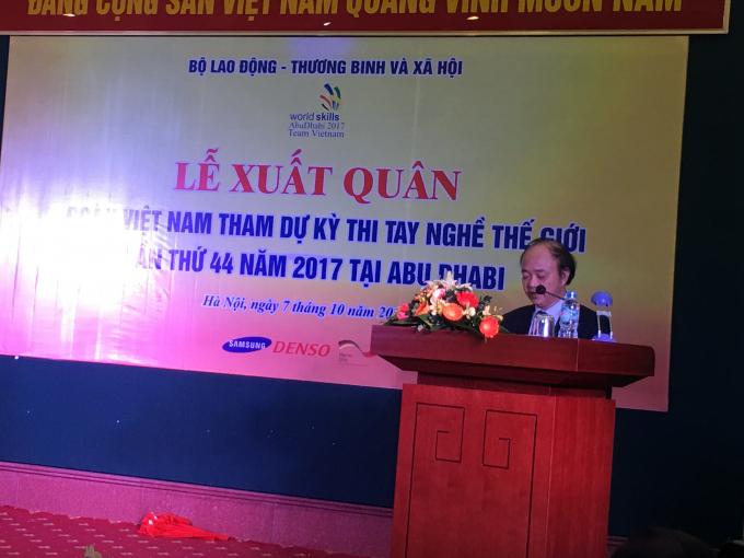 PGS.TS Cao Văn Sâm, Phó Tổng cục trưởng Tổng cục Giáo dục nghề nghiệp, Trưởng đoàn phát biểu.