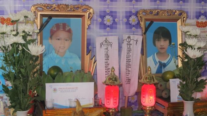 Di ảnh của hai anh em Trần Thành Trung (học sinh lớp 5 A), Trần Thu Hương (học sinh lớp 1 C) nạn nhân trong vụ đuối nước tại địa bàn xã Diễn Quảng, huyện Diễn Châu.