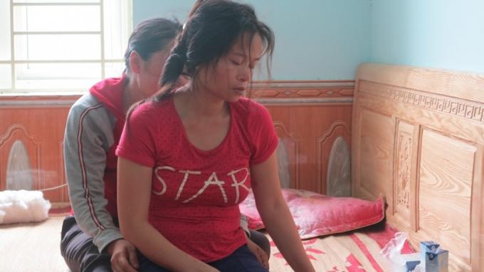 Chị Võ Thị Hà đau đớn, đang đi làm thuê ở Hà Nội thì chị nhận được tin con trai ở nhà gặp nạn.