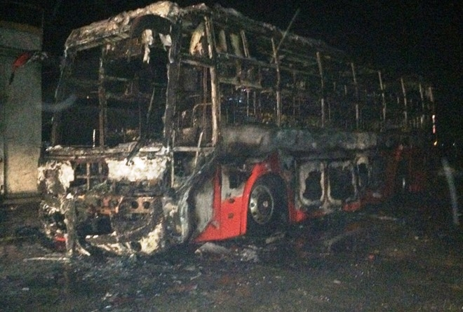 Đang lưu thông thì chiếc xe khách bất ngờ phát nổ khiến 8 người trên xe thiệt mạng tại chỗ (ảnh minh họa).