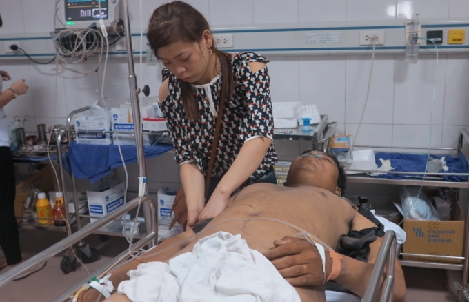 Anh Phạm Đình Tú một trong số các nạn nhân may mắn sống sót sau vụ nổ kinh hoàng đang được điều trị tại BVĐK 115 Nghệ An.