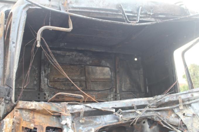 Nghệ An: Xe tải đang chạy bỗng bùng cháy dữ dội trên quốc lộ 1A