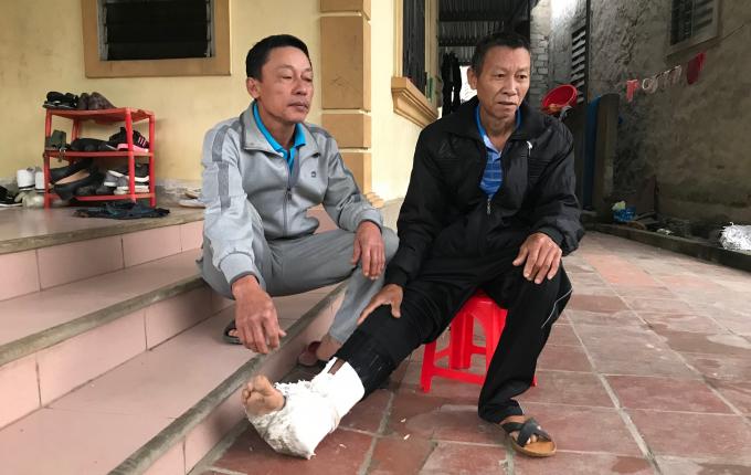 Một người cha trên địa bàn tỉnh Nghệ An bị con trai đánh gãy xương sườn, bầm tím khắp người.